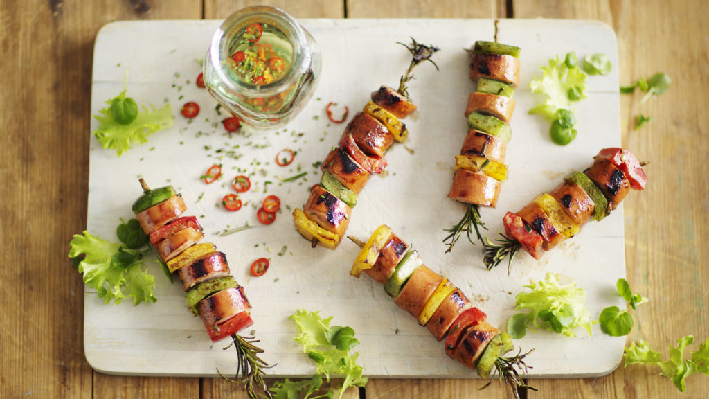 Finmalen grillkorv på spett med smak av rosmarin