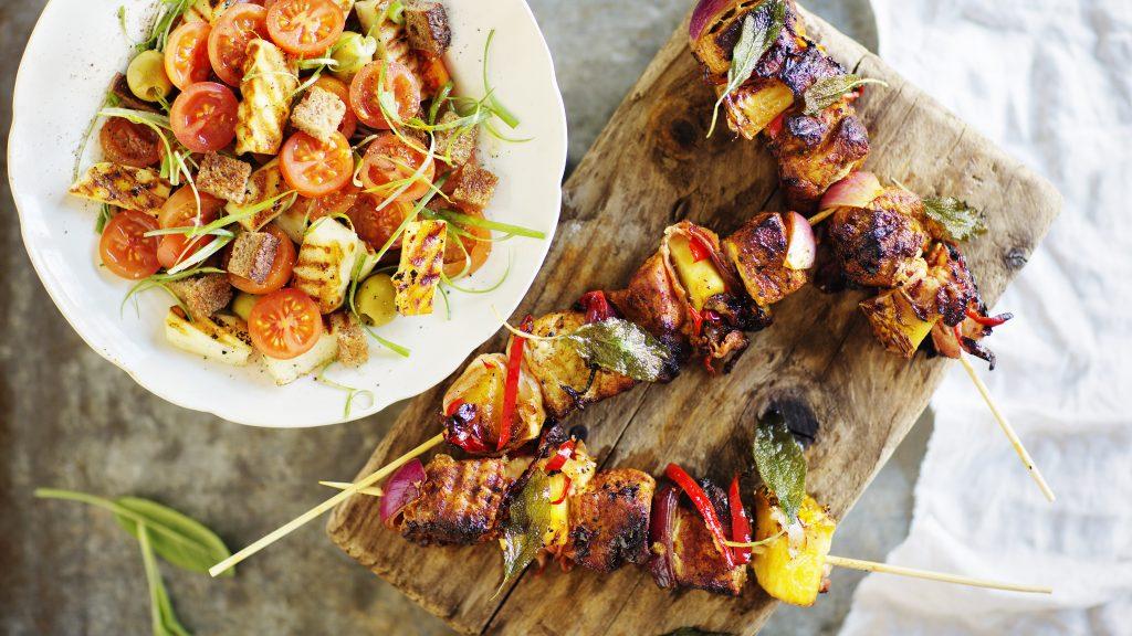 Oemotståndliga grillspett med fläskfilé, bacon och chili